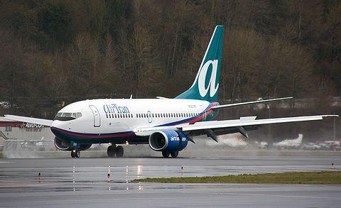 Boeing 737-700 N357AT